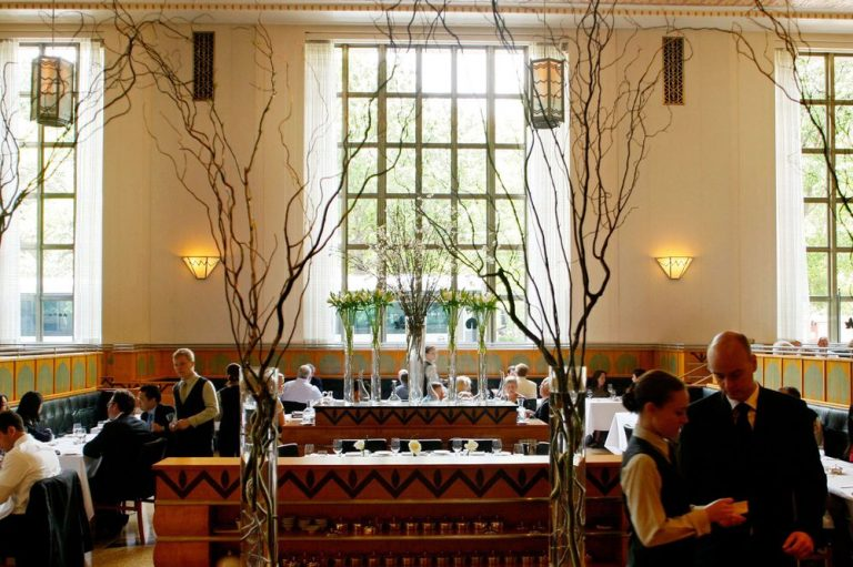 The dining room at Eleven Madison Park. Photographer: Chris Goodney/Bloomberg